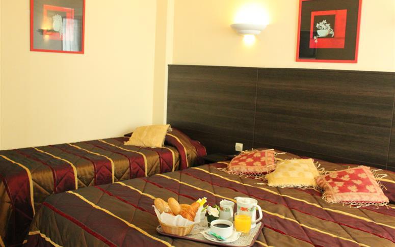 Chambre familiale triple hotel paris nos chambres proche de la villette et des buttes - Hotel chambre familiale paris ...