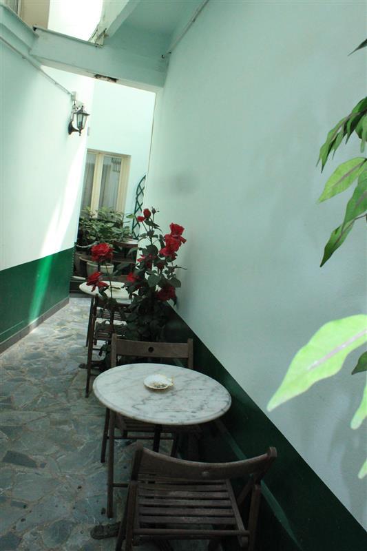 salle des petits d jeuners et patio de l 39 h tel services et prestations de l 39 hotel 2 toiles. Black Bedroom Furniture Sets. Home Design Ideas